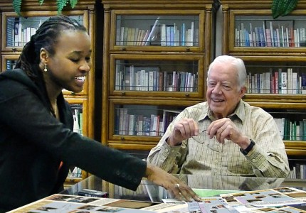 Antoinette Jackson talks with former president Jimmy Carter